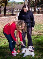 alumna con perro
